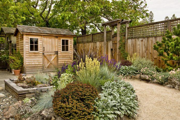 tuinhuis in tuin